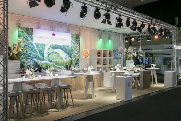 BasdeBoer Eventstyling - Mietmöbel, Lounge, Dekorationen, Mietpflanzen, Mietbäume, Messestand, Sockel,
