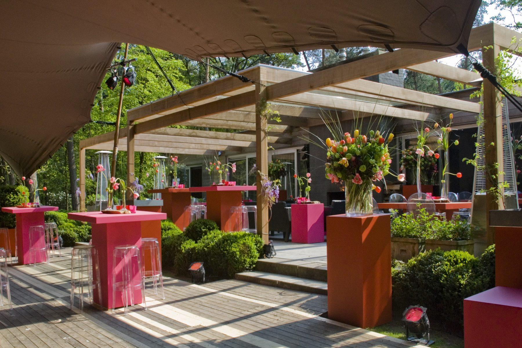 Blumen auf Sockel Bas de Boer Eventstyling www.BasdeBoer eventstyling.de Kopie - Empfang