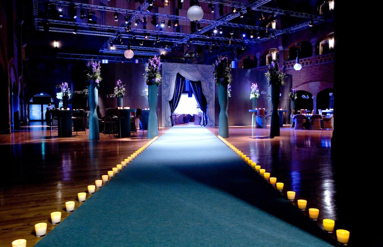 Teppich windlichter Blumendeko Bas de Boer Eventstyling www.BasdeBoer eventstyling.de Kopie - Eventstyling