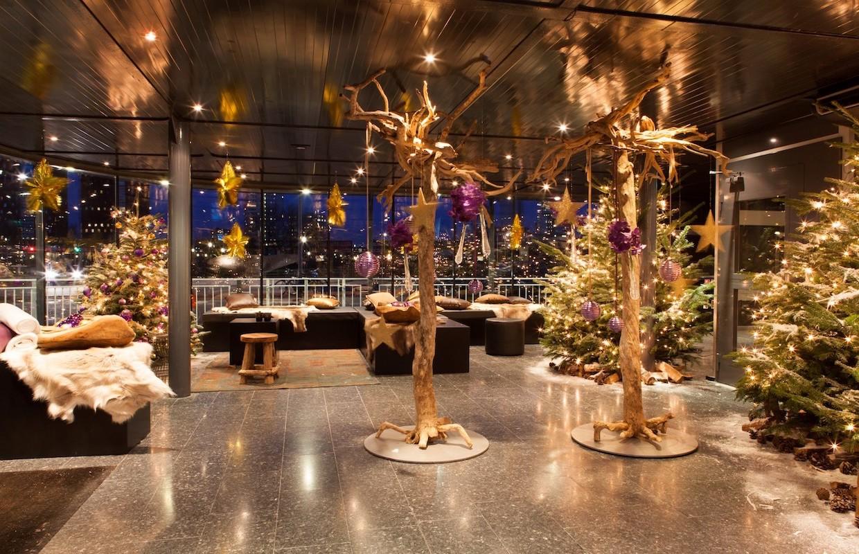 """Weihnachtsfeier im Stil """"Christmas Glam"""" - Weihnachtsbäume, Weihnachtsdekoration, Eyecatcher - BasdeBoer-Eventstyling"""