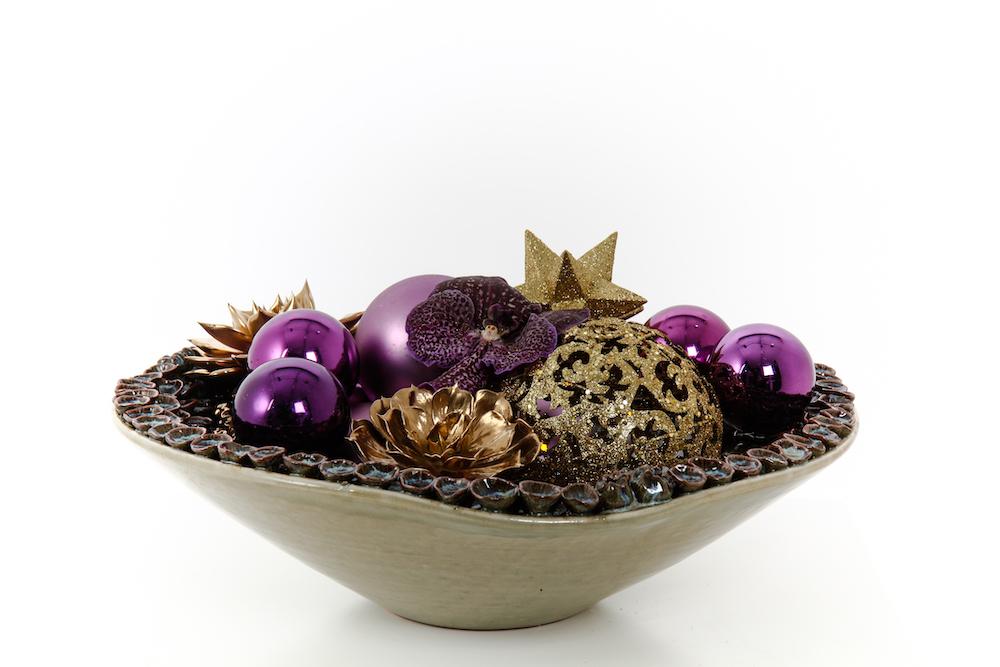 Weihnachtsgesteck mit Weihnachtskugeln und Sternen in Schale Weihnachtsfeier Tischdekoration Bas de Boer Eventstyling www.basdeboer eventstyling.de .04 1 - Weihnachtsdeko und Weihnachtsbäume
