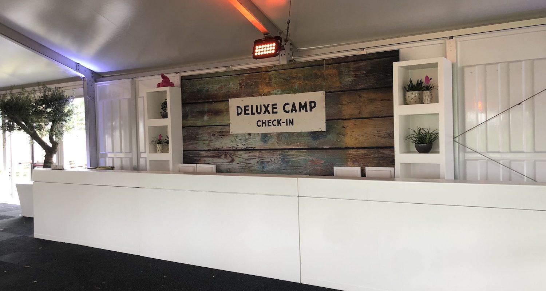Bas de Boer Eventstyling Parookaville Festival 2019 Comfort Camp comfort Camp DeluxeCamp Mietbäume welcomecounter Loungemöbel Empfangstresen www.basdeboer eventstyling.de 28 1500x800 - Parookaville Festival 2019