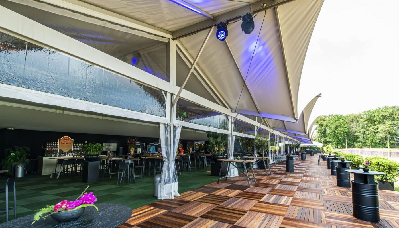 Bas de Boer - Eventstyling Parookaville Festival 2019 : PlatinumClub : Outdoormöbel : Mietpflanzen www.basdeboer-eventstyling.de - 003