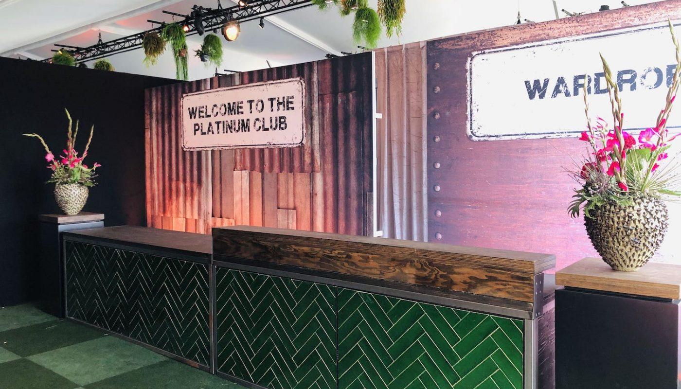Bas de Boer Eventstyling Parookaville Festival 2019 PlatinumClub welcomecounter akkreditierunscounter infodesk Garderobencounter Visuals Brandings www.basdeboer eventstyling.de 023 1400x800 - Parookaville Festival 2019