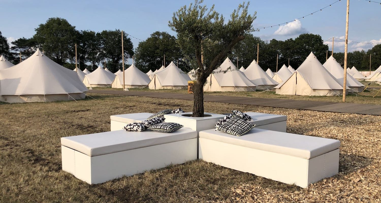 Bas de Boer - Eventstyling Parookaville Festival 2019 : deluxe Camp : Mietbäume : Loungemöbel : Outdoormöbel : Olivenbäumemieten : Olivenbäume : www.basdeboer-eventstyling.de - 24