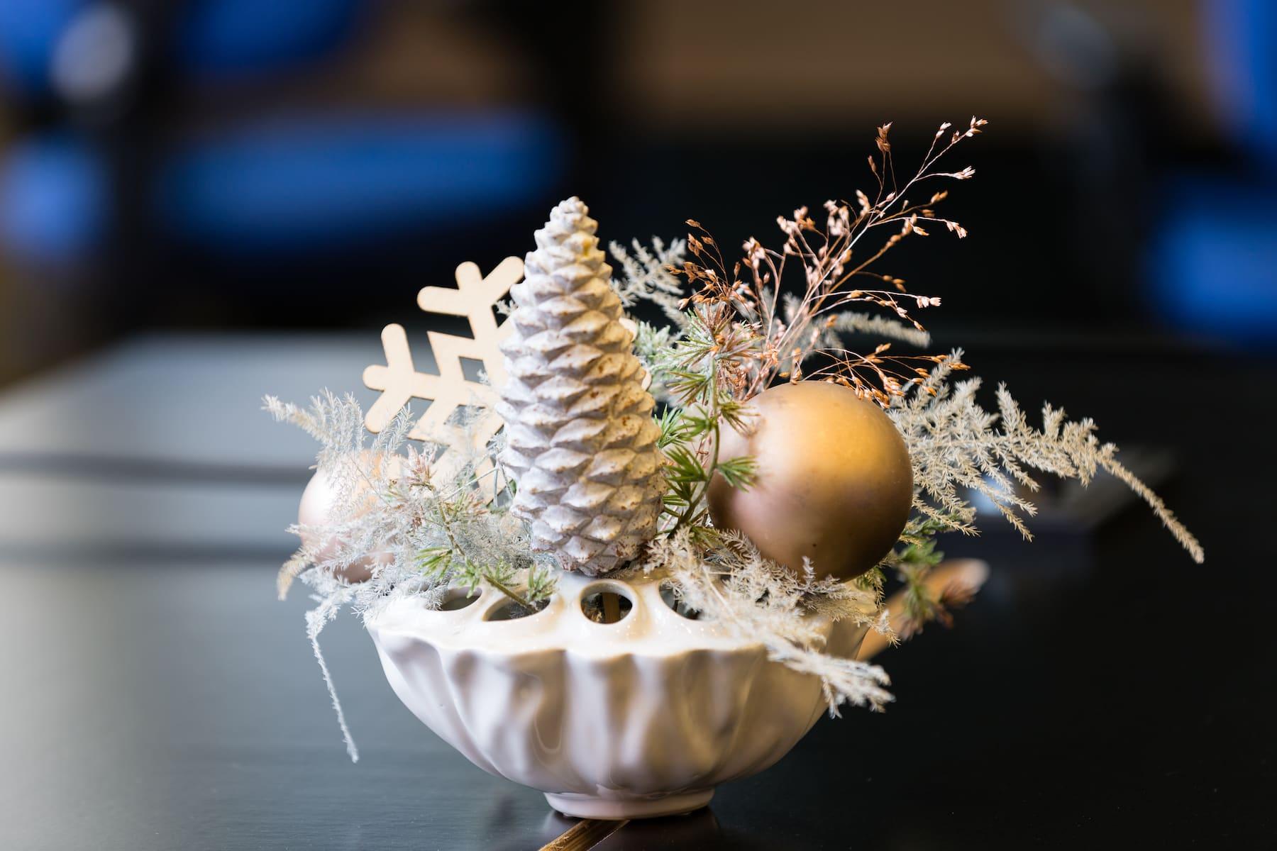 Bas de Boer Eventstyling Weihnachtsdekoration Tischdekoration weihnachtsfeier Tannenzapfen www.basdeboer eventstyling.de  - Weihnachtsfeier Eventstyling