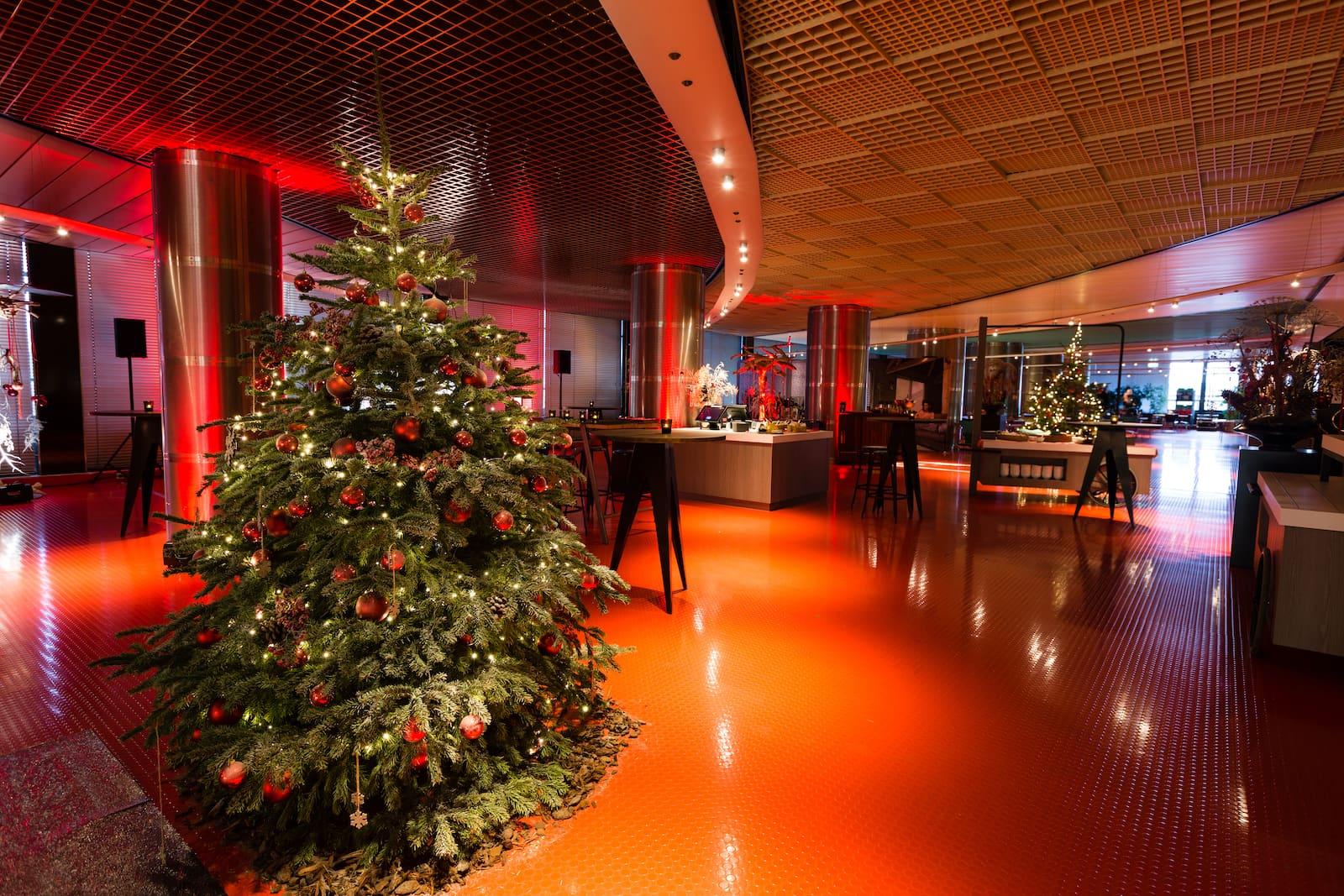 Bas de Boer Eventstyling Weihnachtsdekoration Traditional Weihnachtsbaum weihnachtsparty www.basdeboer eventstyling.de  - Weihnachtsfeier Eventstyling