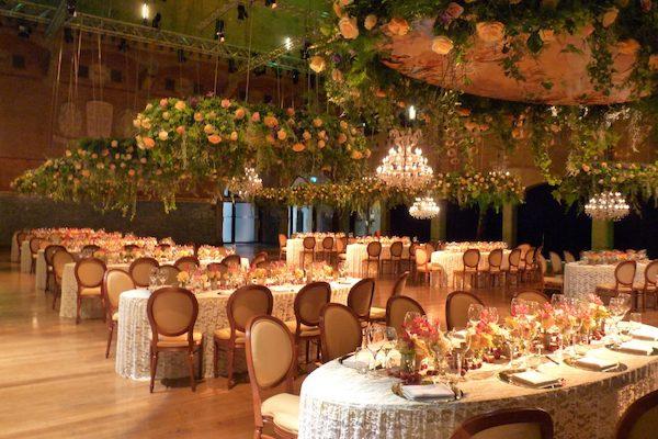 BasdeBoer-Eventstyling - Dinner an Ovalen Tischen Klassisch, Dekortaion, Blumen, Hängepflanzen, Mietmöbel, Ausstattungen